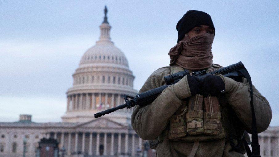 Задържаха мъж с пистолет и боеприпаси до Капитолия