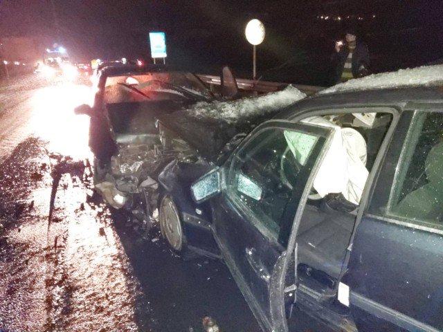ИЗВЪНРЕДНО! Тежка верижна катастрофа блокира пътя София – Кулата, има ранени (СНИМКИ)