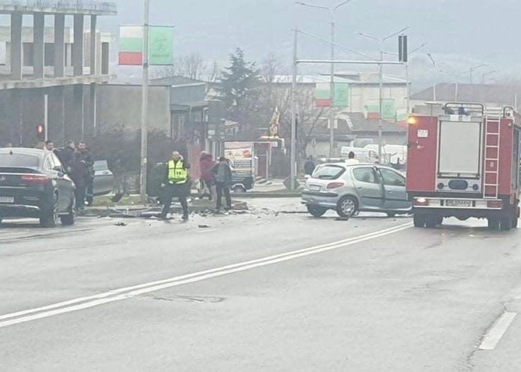 Жена загина при тежка катастрофа в Карлово