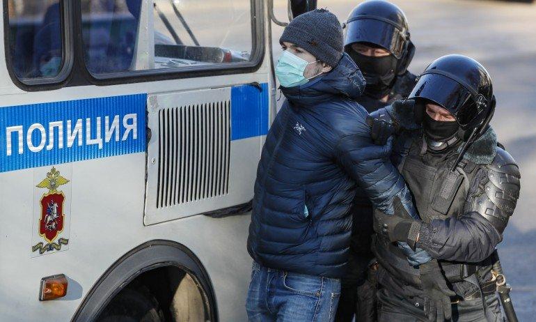 Над 450 арестувани на протести в Русия в подкрепа на Алексей Навални