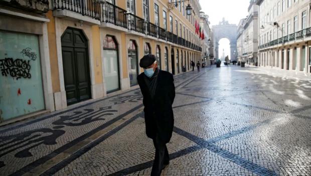 Португалия вдига почти всички COVID ограничения