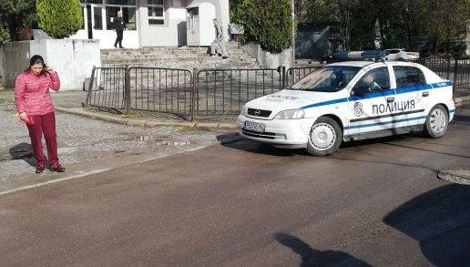 Майка с две деца пропадна с колата си в шахта в Пловдив