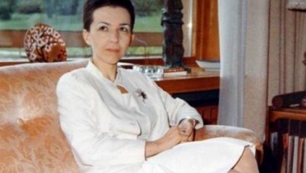 Продадоха катафалката на Людмила Живкова (Снимка)