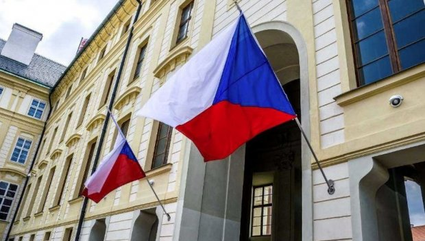Сенатът на Чехия призова за разтрогване на договора за приятелски отношения с Русия