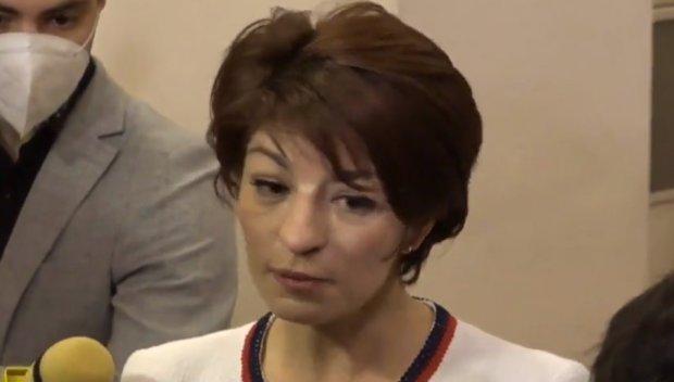 ПИК TV: Десислава Атанасова в декларация: Няма да позволим да се опорочи вота - нека гарантираме, че изборите ще са честни (НА ЖИВО)