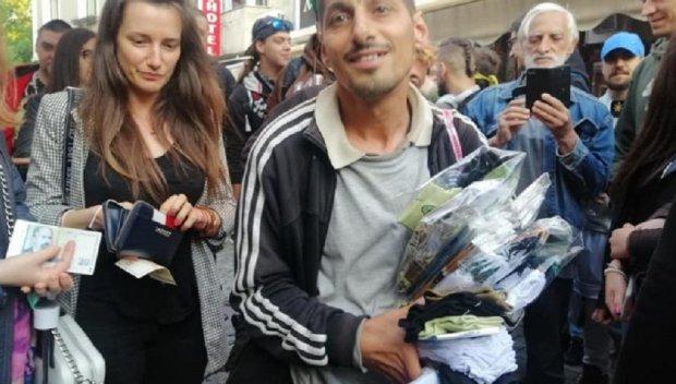 Разрази се чорапена война в Пловдив заради Митко, пловдивчани подкрепиха нападнатия уличен търговец и изкупиха стоката му (СНИМКИ)