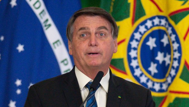 Обвиняват Жаир Болсонаро в престъпления срещу човечеството