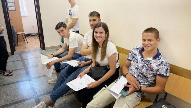 Нови 20 младежи ще учат за военни лекари