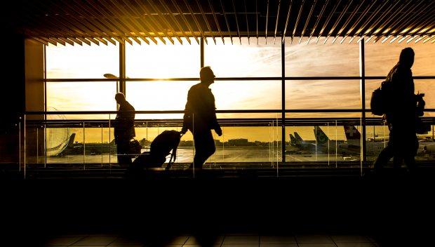 Испания налага карантина за пристигащите от Бразилия и Южна Африка, премахва ограниченията за полети