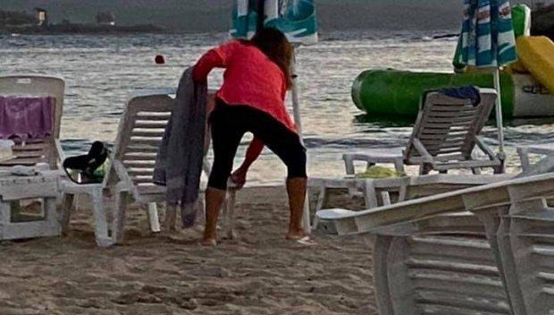 Заловиха крадци на хавлии и чадъри от плажа