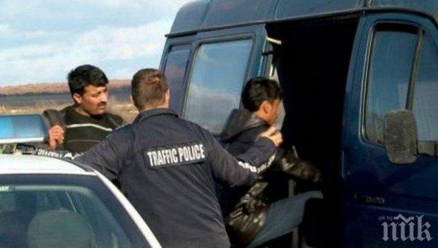 Заловиха нелегални мигранти в автомобил на магистрала Тракия