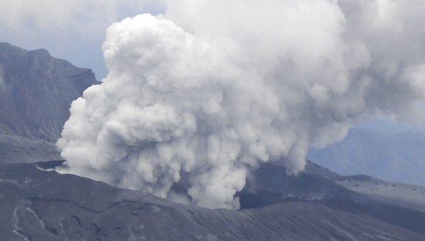 ЗРЕЛИЩНО: Изригна един от най-големите вулкани в Япония (ВИДЕО)
