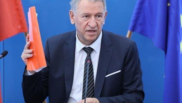ГЪРМИ НОВ СКАНДАЛ: Лекарският съюз уличи Кацаров в лъжа - джипитата не могат да изписват безплатни лекарства срещу коронавируса