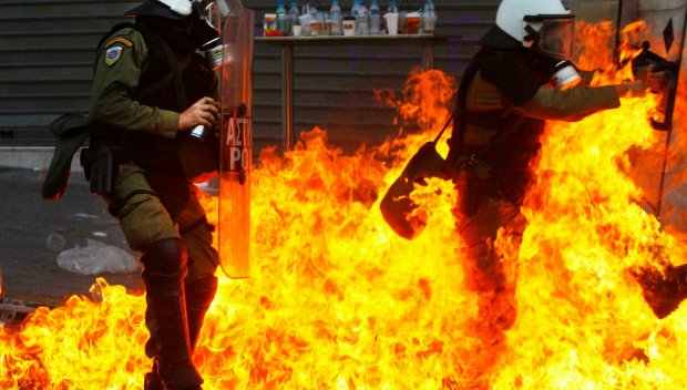 Полицаи убиха млад ром в Атина. Градът пламна
