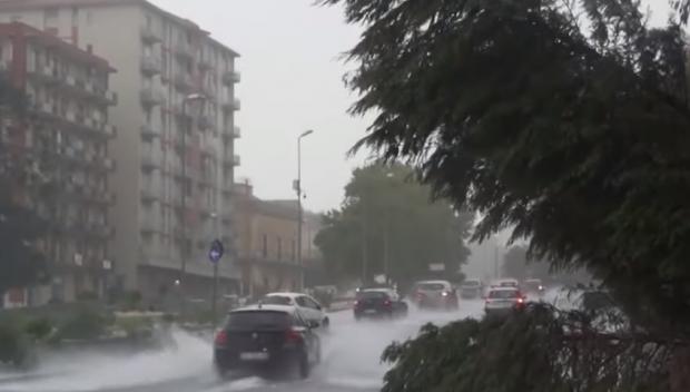 Мощна буря удари Южна Италия, има жертва (ВИДЕО)