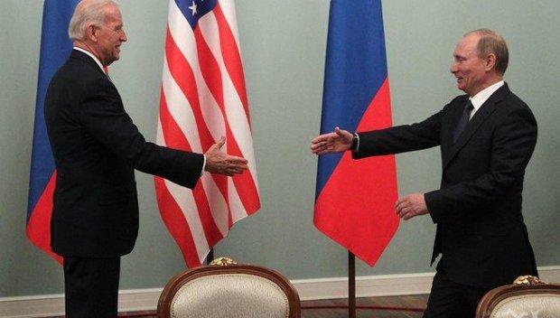Смешно е точно дълбоката държава на Байдън да иска нови санкции за Русия