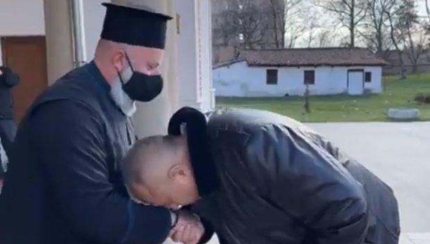 ПЪРВО В ПИК TV: Премиерът Борисов в нов храм: Майка ми ме водеше да палим свещ тайно от комунистите (ВИДЕО/ОБНОВЕНА)