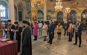 """ГЕРБ-Пазарджик откри предизборната си кампания с молебен в църквата """"Света Богородица"""" (СНИМКИ)"""