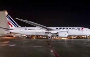 самолет кацна извънредно летище софия заради буйстващ пътник