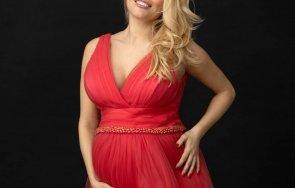 Ева Веселинова червена рокля
