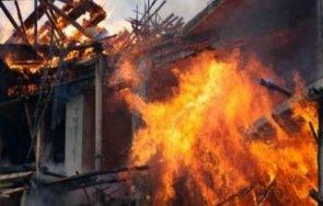 къща изгоря черногорово спасиха възрастната собственичка