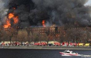 пожар изпепели историческа сграда санкт петербург видео снимки