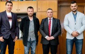 елин топузаков участва организацията приятелски мач унсс