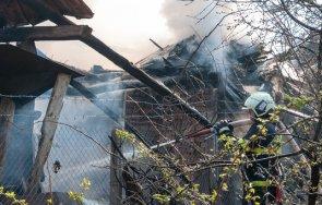 пожарникари кюстендил гасиха пламнала къща