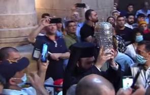 християните тръпнат очакване слезе благодатният огън йерусалим година живо снимки обновена