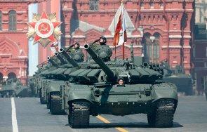 НА ЖИВО В ПИК: 12 000 военни и огромно количество техника в генералната репетиция за парада на Червения площад