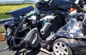 меле кресненското дефиле режат ламарини извадят шофьор ударил челно камион