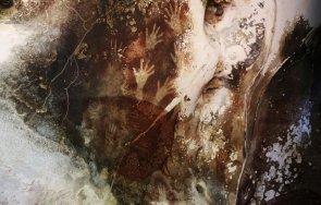 руши древната скална живопис земята