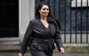обвиниха вътрешния министър великобритания лобизъм предпазни маски