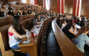 студенти частните университети също искат държавни стипендии