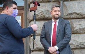 журналистът владимир зарков смеят шиши виждат иво мирчев задмина мълчат плика узунов питат джипката бойко