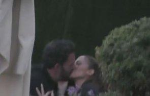 В КРАЧКА! Хванаха Дженифър Лопес да се целува с...(ВИДЕО)
