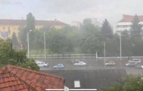 буря удари центъра софия градушка силен вятър брулят района гео милев лозенец видео