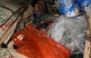 истински кошмар жена вегетира тонове боклуци дома видео