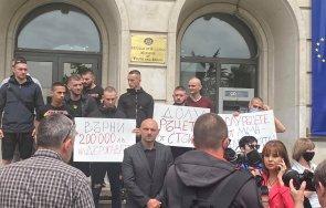 Радев/Рашков насила превръщат Стъки в мъченик