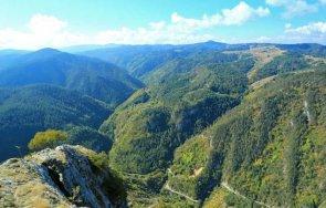 Планински спасители издирват мъж, изчезнал в Родопите