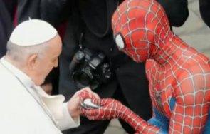 спайдърмен появи аудиенция папа франциск