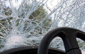 вандали потрошиха стъклата автомобил лясковец
