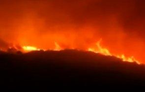 огнен пламна остров сардиния стотици евакуирани видео