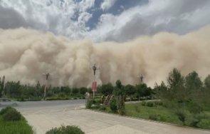 уникално пясъчна буря погълна град китай минути видео