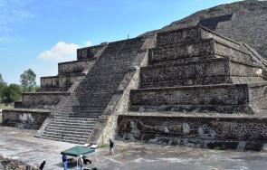 откриха таен тунел лунната пирамида теотиуакан