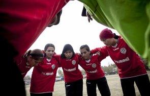 футболистки афганистан избягаха страната