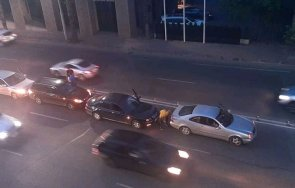 ВЕРИЖНА КАТАСТРОФА: Четири коли се нанизаха в Пловдив