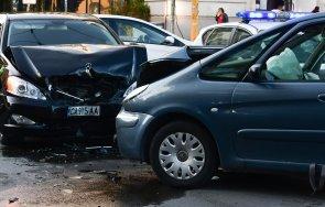 Кола на НСО се разби челно на столичен булевард (СНИМКИ)