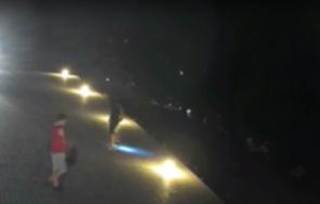 непълнолетни вандали изпочупиха лампите пантеона русе
