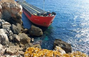 екоминистерството уверява водата около заседналия кораб вера чиста